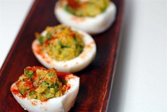Фаршированные яйца с гуакамоле