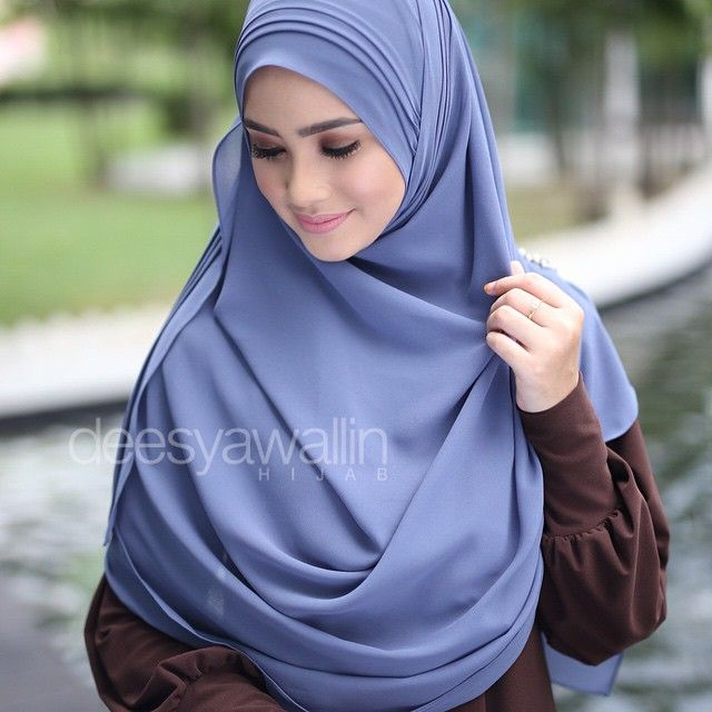 Rumaisa Pleated Shawl emoji Code : DHRPS 004 Price : RM55 (exc postage) Material : Georgette Chiffon Approximately : 1.8 mtr x 28 inch Rectangle Shape For online purchase, kindly PM us on facebook : Closet Heart Official or email us : closetheartshop@gmail.com. Tq emoji #rumaisa #rumaisashawl #wideshawl #chiffon #pleated #pleatedshawl #selendang #lensaroy