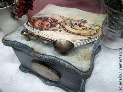 Чайный короб  `Кухня в стиле винтаж`. Шикарный винтажный чайный короб из массива дуба. Выполнен в технике художественный декупаж, с элементами обжига, браширования, ручной росписи и контурной росписи, изящно и деликатно состарен.