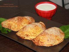 Empanadas cu carne de pui si ciuperci - http://www.gustos.ro/retete-culinare/empanadas-cu-carne-de-pui-si-ciuperci.html
