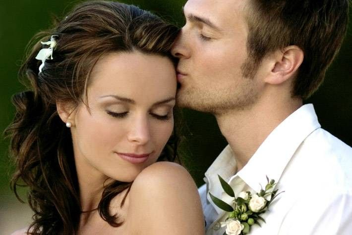 So pretty! I have to have a wedding pic like this....Will doesn't even have to smile! This made me say AWW!