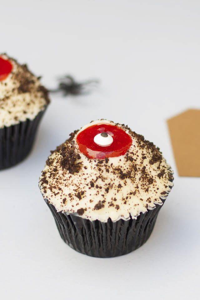Este cupcake sangriento es la merienda perfecta para halloween. Están terriblemente deliciosos y su elaboración es bien sencilla