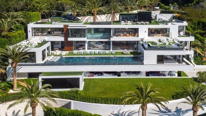 No mercado imobiliário, quando uma propriedade é vendida 'de porteira fechada', isso significa que, além do terreno e da construção, todos os bens