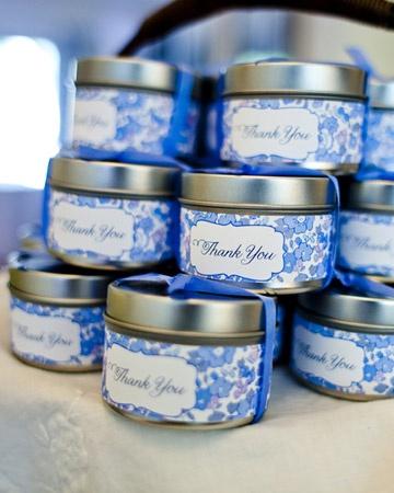 Jasmine rose tea packaged in metal favor tins