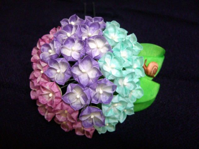 Q6. June hydrangea (ajisai 紫陽花) kanzashi made from Ikuokaya in Kyoto 幾岡屋