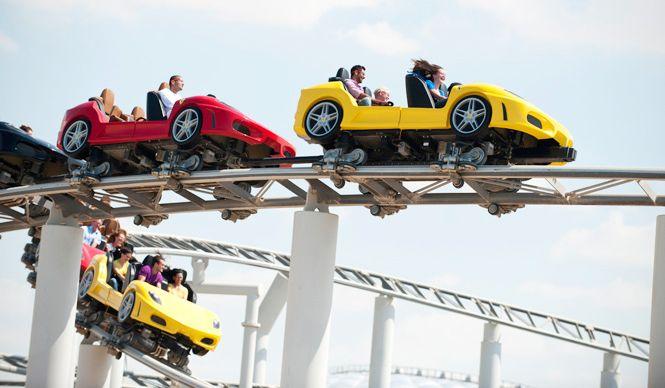 アラビアンナイトの街に建つ、フェラーリの遊園地|Ferrari World Abu Dhabi ギャラリー