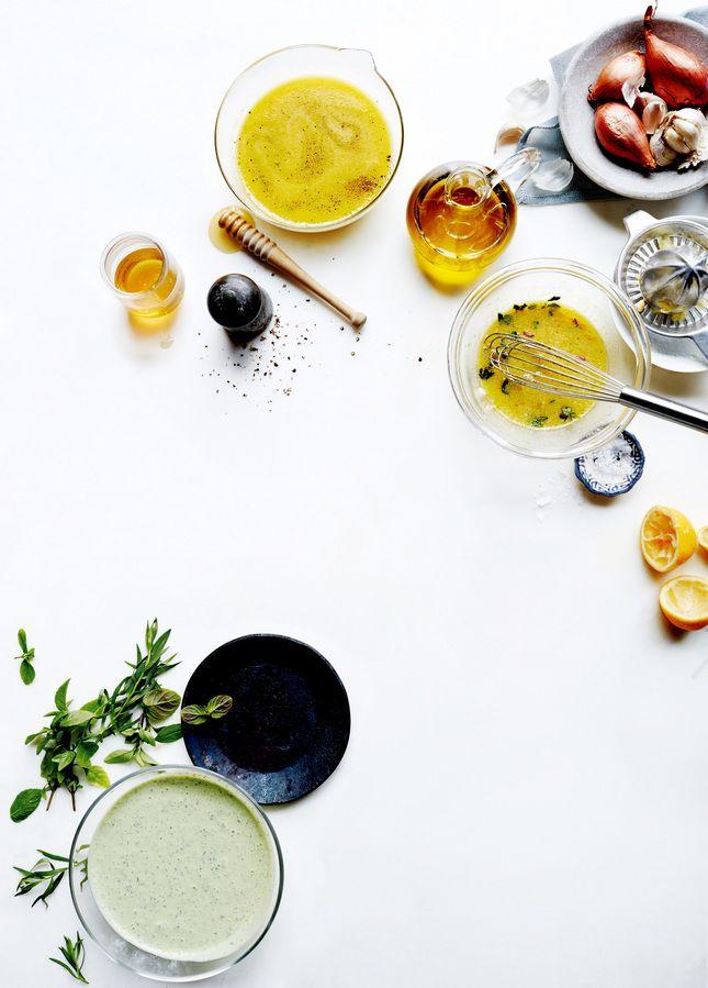 Заправки - техника. Не думайте о салатах свысока. Это не скучная диетическая пища, а настоящее буйство красок, вкусов и фактур. Мы составили путеводитель по летнему салат-бару вашей мечты.