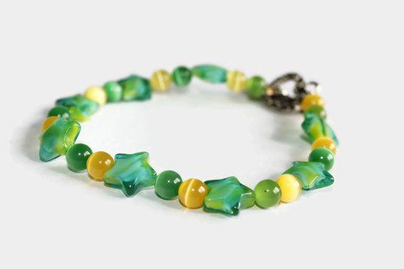 Green star and yellow beaded bracelet, star bracelet, galaxy bracelet, night sky bracelet, yellow bracelet, glass bracelet, star gazing