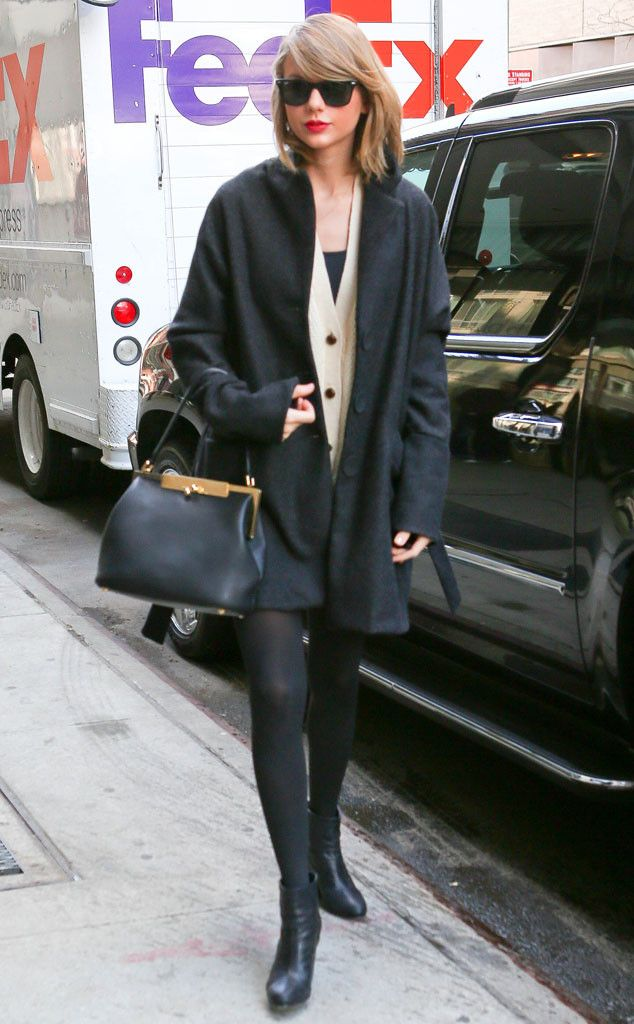 Taylor Swift stayed simplistically sleek in a nude-and-black ensemble, classic wayfarer sunnies and a glam red lip, of course!: Children Hospitals, Taylor Swift, Photos Galleries, Art Centers, Taylorswift, Big Apples, Baryshnikov Art, Street Styles, Taylors Swift