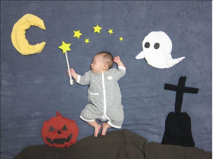 fondo de halloween bebé Ideas para halloween Halloween Bebes, Halloween Photos, Kindergarten Photos, Monthly Baby Photos, Photo Souvenir, Halloween Photography, Baby Witch, Baby Boy Photography, Cute Baby Pictures