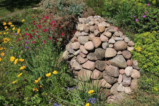 Bauen Mit Steinen Der Lesesteinhaufen Nabu Regionalstelle Sud In 2020 Naturgarten Pflanzen Garten