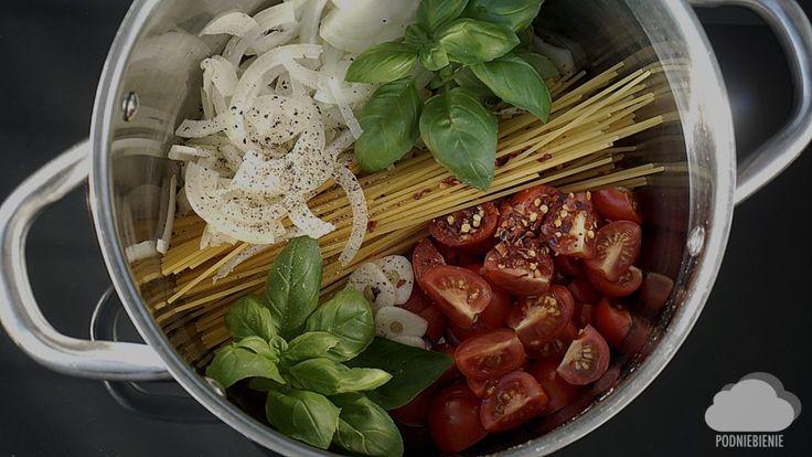 Najprostszy makaron na 🌎!! #PodNiebienie #spaghetti #jednogarnkowe #onepotpasta #wiemcojem #obiad #healthyfood #healthyeating #pornfood #foodporn #kuchnia #kitchen #foodphotography #dinner