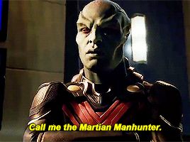 Oh, J'onn. Lol, this scene was awesome. He's just so darn cool. NONE of the super-powered kiddos can hang with his level of cool ;D (gif from phebobuffay on tumblr) |TV Shows|CW|#The Flash gif|Season 3|3x17|Duet|#Supergirl gifs|Martian Manhunter|David Harewood|J'onn J'onzz|