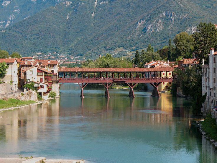 Un city break a Bassano del Grappa per scoprire una delle realtà più particolari del Veneto Orientale, tra artigianato e attrazioni culturali.
