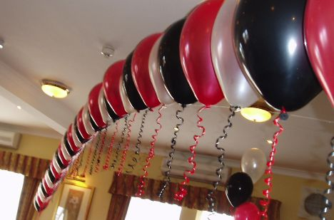 Keletas idėjų Jūsų fantazijai sužadinti: http://www.dovanumanija.lt/straipsnis/svenciu-dekoravimas-balionai?id=26&utm_source=pinterest&utm_medium=pin&utm_campaign=dovanumanija