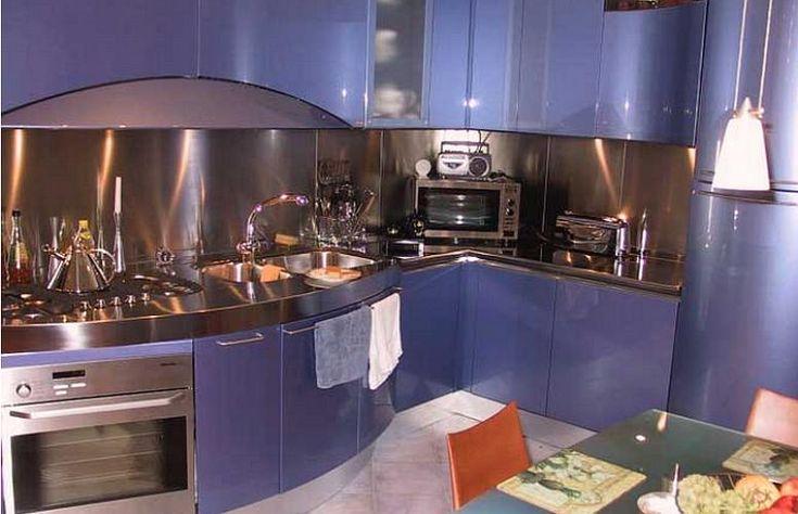 Кухня для хрущевки в стиле хай-тек