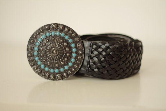 Cintura donna boho anni 70 di pelle intrecciata  Cintura nera con fibbia tonda e perline azzurre Accessori vintage folk hippie