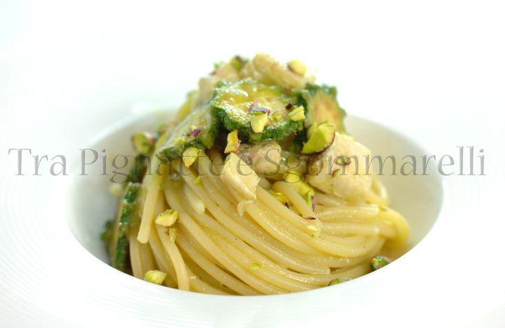 Spaghetti con pesce spada, zucchine romanesche in doppia cottura, menta romana e pistacchi | Tra pignatte e sgommarelli