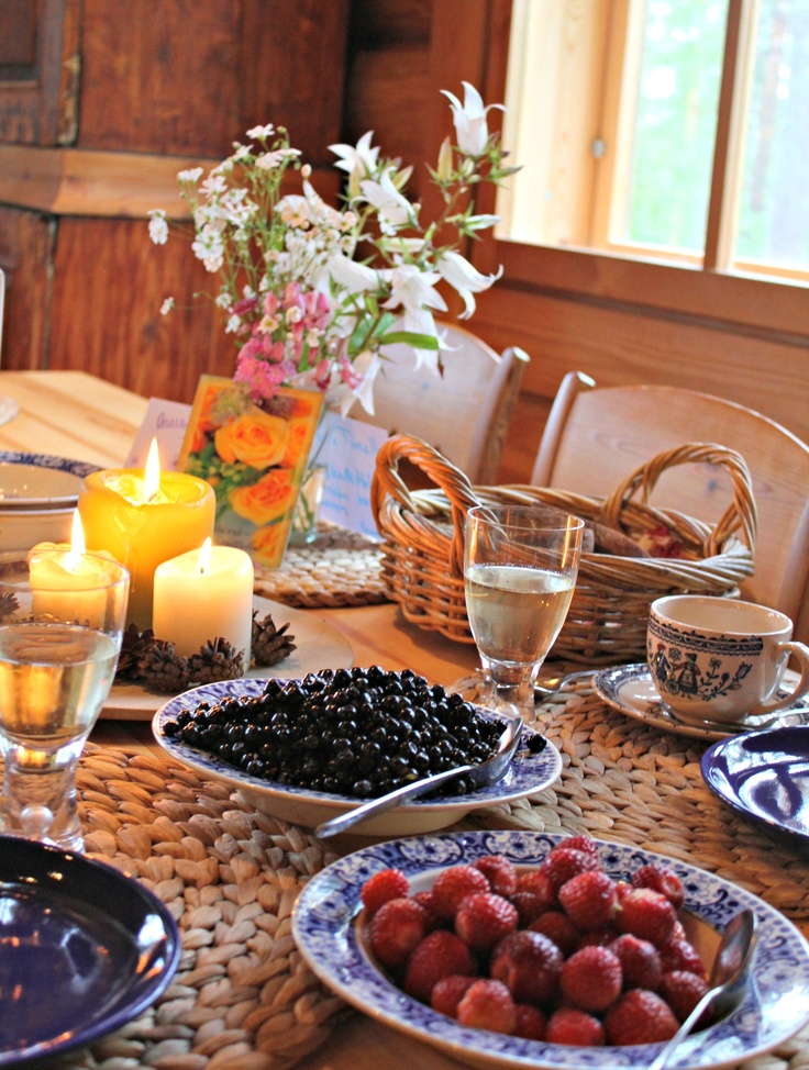 Nimipäivän aamuna naistenviikolla #finland #summer #berries #celebration #cabin #breakfast