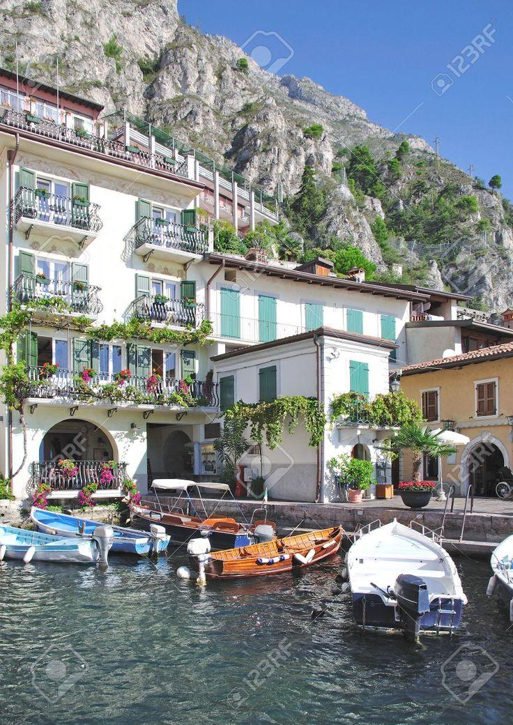 Limone Sul Garda, Garda Gölü, İtalya Stok Fotoğraf, Resim Ve Royalty Free Image Of Old Harbor. Görüntü 39.062.995.