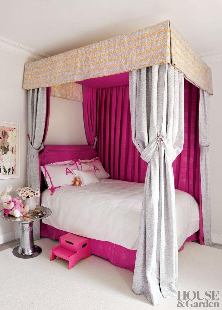 Gwyneth Paltrow's Hamptons house-Daughter Apple's bedroom - pink heaven!