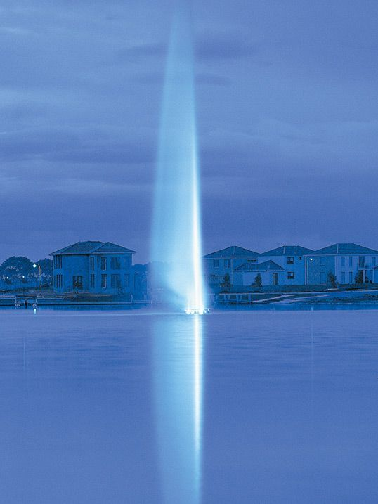 Sanctuary Lakes Fountain - Melbourne, Australia |  A high grade surface mount underwater luminaire, ideal for use in harsh environments | LS345
