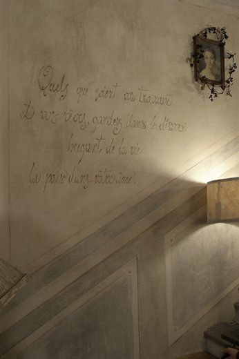 Love this wall finish with the faux moulding and script phrase