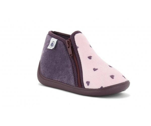 Belle, belle, belle … est la paire de chaussons BELLE violet rose de la marque Petit Bateau. Des petits pieds à croquer, des petits cœurs à caliner les filles vont adorer ! #petitbateau #chausson