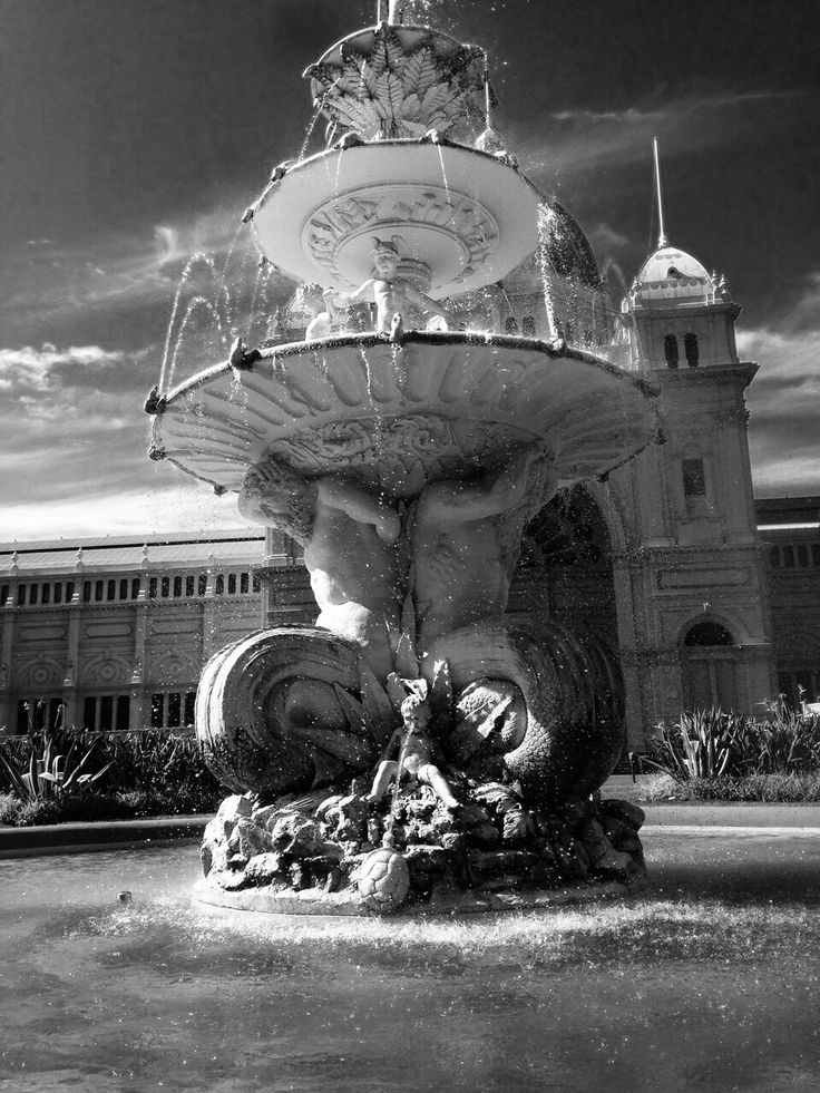 Beautiful fountain right in front of the Royal Exhibition Building in Melbourne.