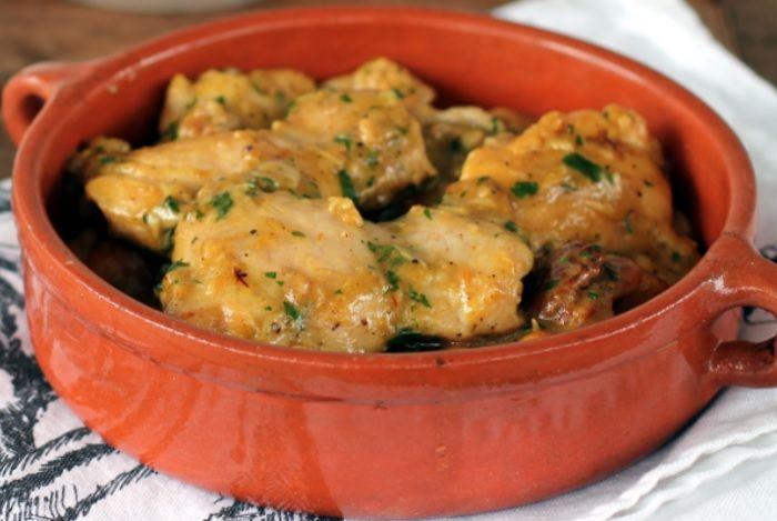 Me encanta esta receta de pollo al ajillo en Thermomix. La verdad es que las recetas de pollo están todas buenas (por lo menos para mí), pero ésta en especial, nos gusta bastante aquí en casa.