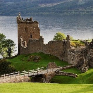 Urqhart Castle on the banks of Loch Ness, Scotland.    I realllly want to see this .