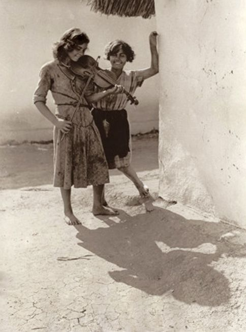 A young Gypsy violinist. Hungary. A photo by Balogh Rudolf. 1930