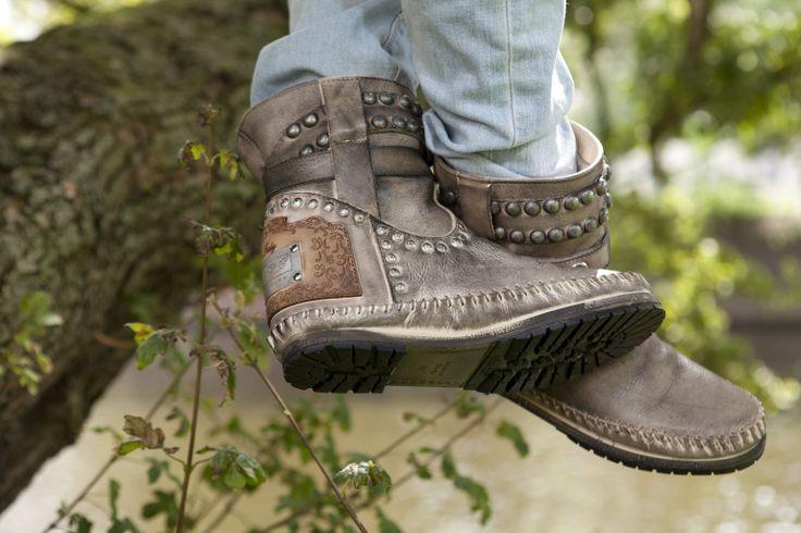 Sewer8  Steel jij deze winter de show met deze stoere boots aan je voeten?  Karma of charme (vergeet niet een kijkje te nemen op onze site: www.carlalafashion.com