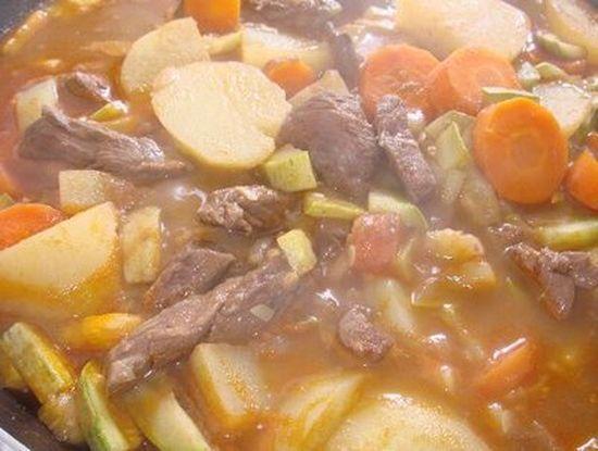 Jardineira de Carne | ArquivodeReceitas.com