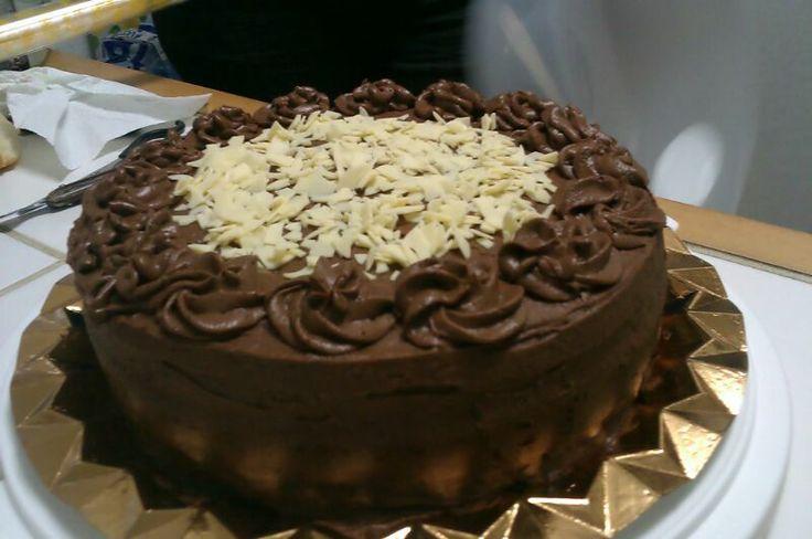 Tarta de ganache de chocolate con leche y crema de mascarpone y baileys.