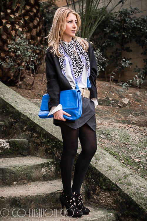 Falda raya diplomática y complementos en azul.  #OOTD #moda #fashion #outfit #streetstyle