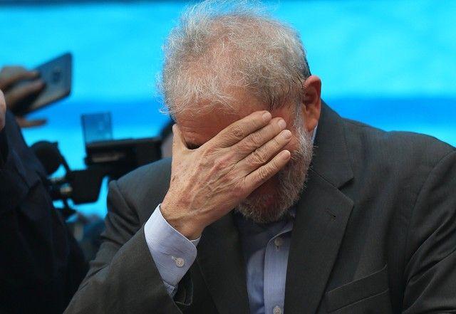 Corte de Brasil aprueba confiscación de pasaporte de Lula - El expresidente brasileño Luiz Inácio Lula da Silva reacciona durante una manifestación en Porto Alegre. Imagen de archivo. 23 de enero de 2018. REUTERS/Paulo Whitaker BRASILIA (Reuters) – Un tribunal de Brasil aprobó la confiscación del pasaporte del expresidente Luiz Inácio Lula da Silva... - https://notiespartano.com/2018/01/26/corte-brasil-aprueba-confiscacion-pasaporte-lula/