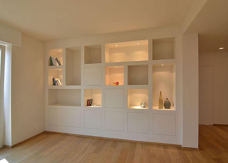 Oltre 25 fantastiche idee su scaffali bianchi su pinterest for Arredare appartamento seminterrato