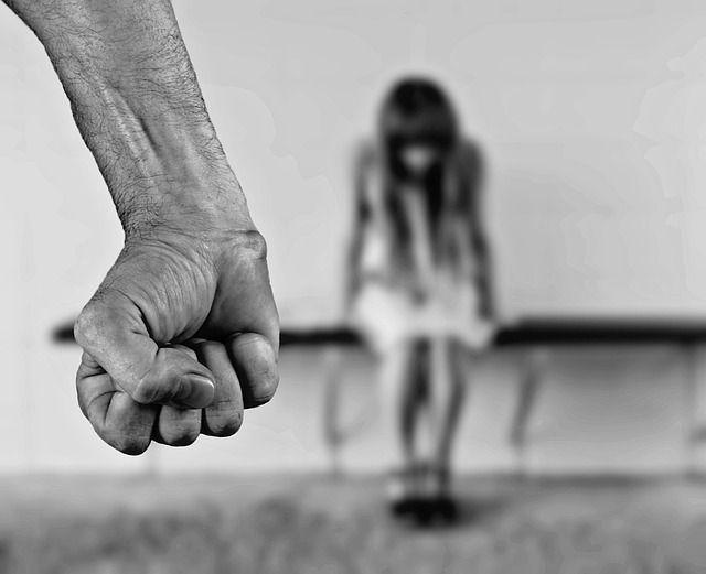 Przemoc - dlaczego padamy jej ofiarą? Agresor zawsze wybiera słabe jednostki. Czasami trzeba zareagować przemocą na przemoc.