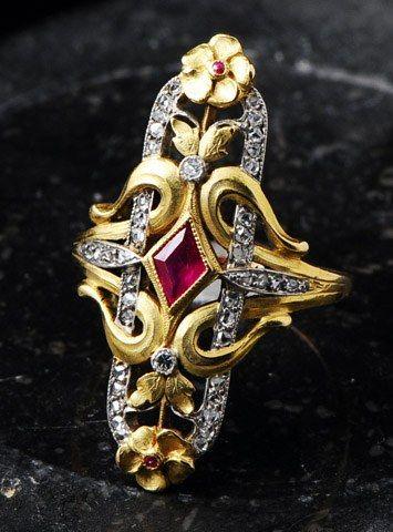 Bagues anciennes / Art nouveau / Bague ancienne marquise de style Art Nouveau ornée d'un rubis.