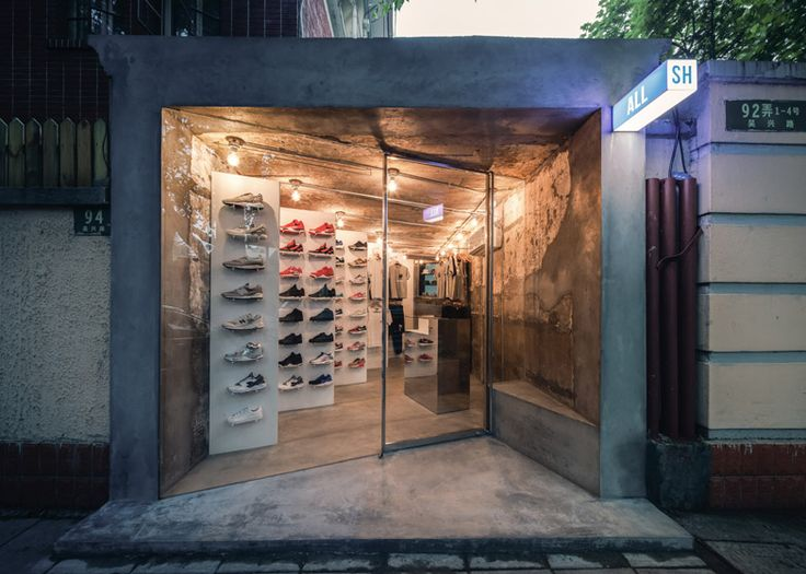 Linehouse installs mirrored panels in a Shanghai boutique