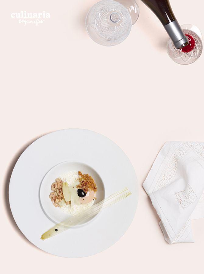 Giovanni Bruno - Senzanome - L'œuf 63 , cappuccino de Grana Padano, crumble de pancetta ,encre de seiche, asperge blanche et crevette grise - Ei op 63, cappucino van Gran Padano, crumble van pancetta, sepia, witte asperge en grijze garnaal - #culinaria2015 #belgiumeffect www.culinaria2015.com