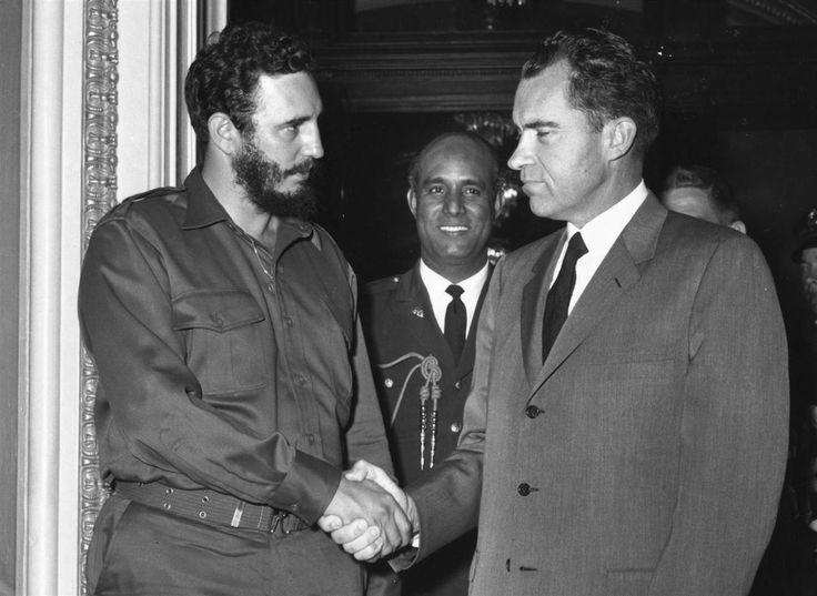 Vice President Richard Nixon and Cuban leader Fidel Castro shake hands at a press reception in Washington 1959 [1370x1000] http://ift.tt/2feC9bz