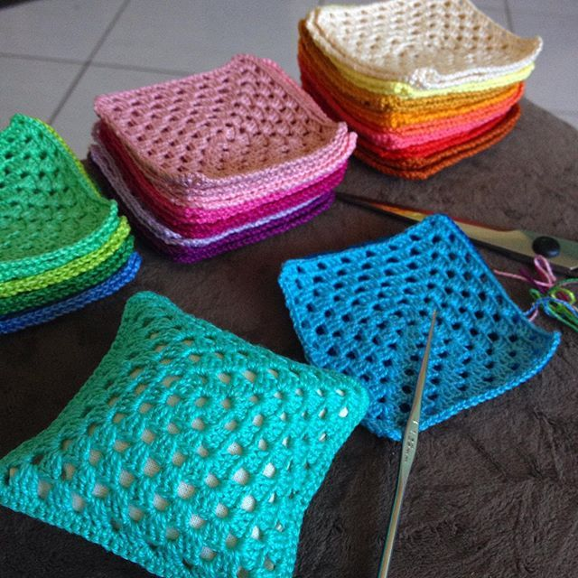 #ateliersweetcraft #sweetcraft #craft #crochet #blythe #dollhouse #miniature #cushion #almofadinha #colorido #colorful #wip
