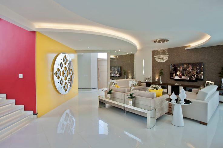 Sfoglia le immagini di Soggiorno in stile in stile Moderno di Designer de Interiores e Paisagista Iara Kílaris. Lasciati ispirare dalle nostre immagini per trovare l'idea perfetta per la tua casa.