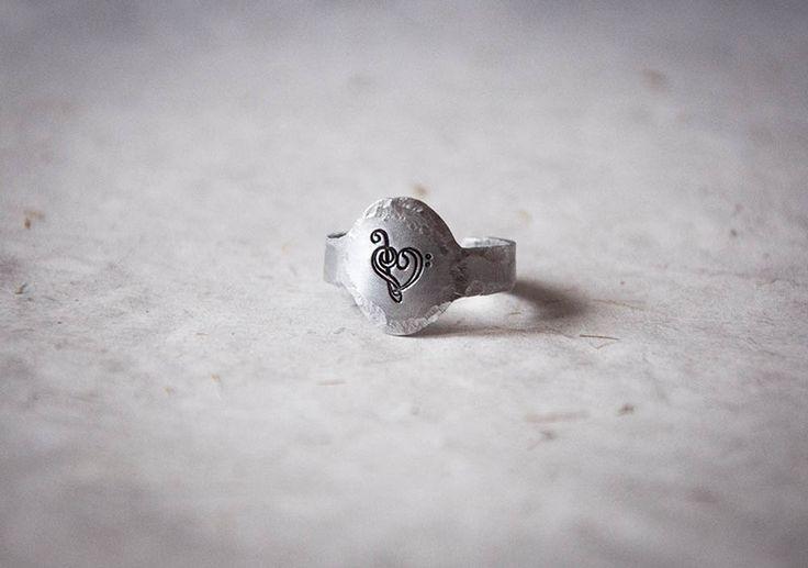 Anelli dell'amicizia - Anello ovale con inciso cuore di chiavi musicali - un prodotto unico di SilviaWithLove su DaWanda