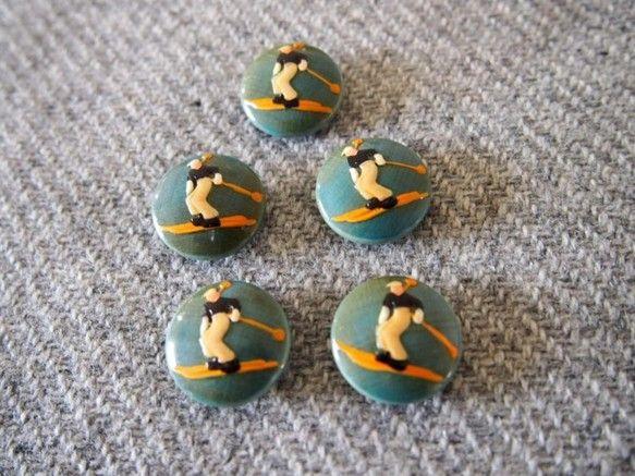 アルゼンチンの首都ブエノスアイレスのアンティーク市からのコレクションです。木製の古いボタンで、おそらく1930~1940年代に製作され、ドイツ製もしくはアルゼ...|ハンドメイド、手作り、手仕事品の通販・販売・購入ならCreema。