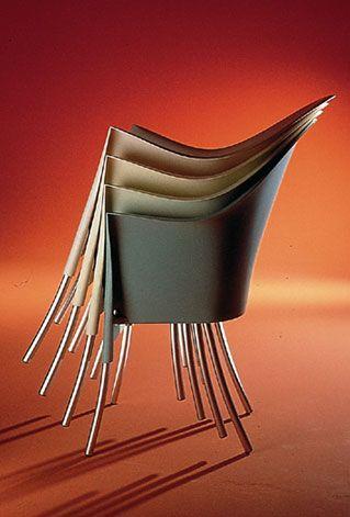 """""""Design é uma espantosa forma de expressão."""" Philippe Starck  Philippe Patrick Starck nasceu em 18 de janeiro de 1949, em Paris. Filho de..."""