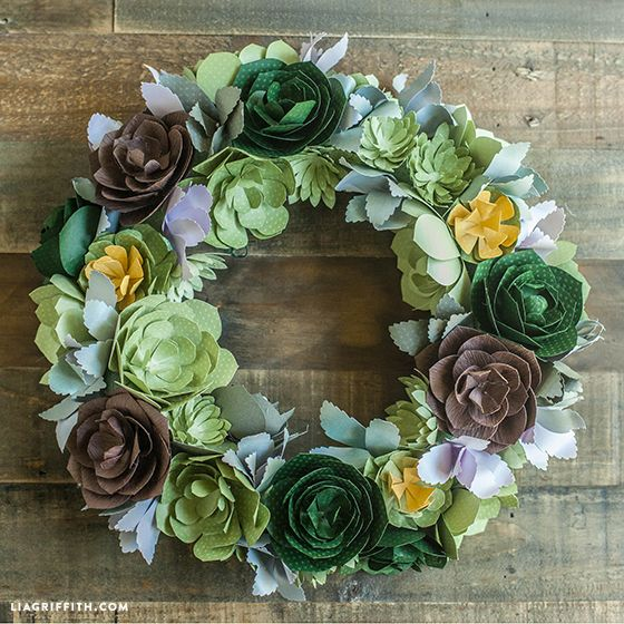 DIY paper succulent wreath. No watering require. Pattern and tutorial @LiaGriffith.com