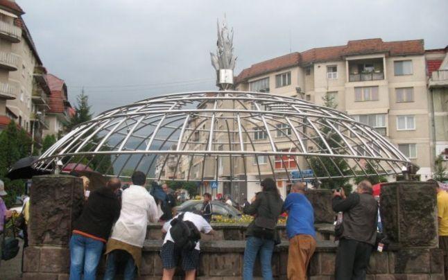 Vulcanul din buricul târgului. Balta Dracului, obiectiv turistic faimos în Covasna, dar aproape necunoscut în restul României